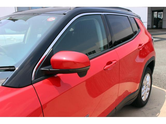 ロンジチュードはツートンカラーを採用。ブラックルーフに赤が映えております。
