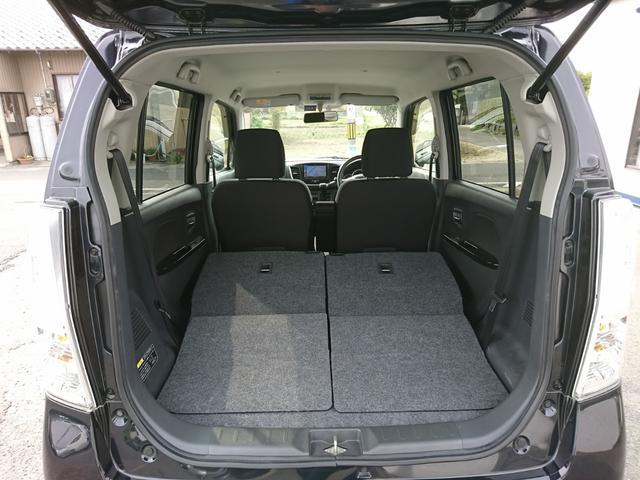 リアシートは可倒式!フラットで大容量のラゲージスペースが確保できます。急な大きな荷物も楽々載せられます
