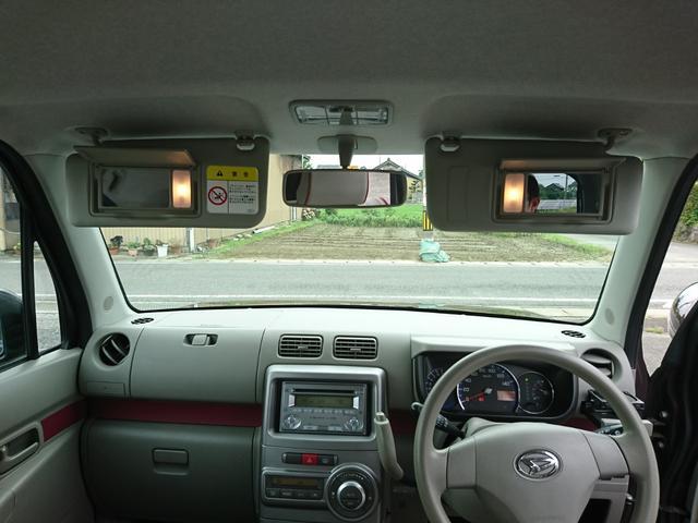 運転席&助手席には、身だしなみのチェックに便利なバニティミラー付きのサンバイザーです。