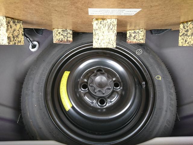 ラゲージスペースの下には、もしもの際のスペアタイヤも完備!