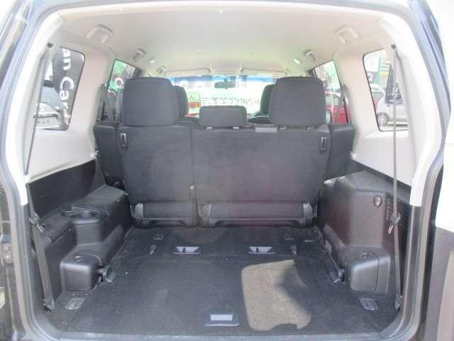 荷室・・・格納式サードシート