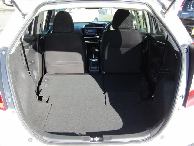 セカンドシートを収納して広いスペースも確保できます!
