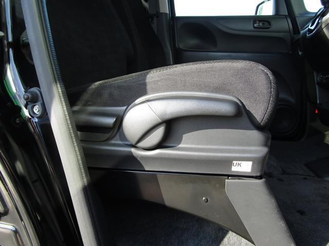 運転席は座面高さの調節が出来ます。理想のポジションで安全運転できますよ!