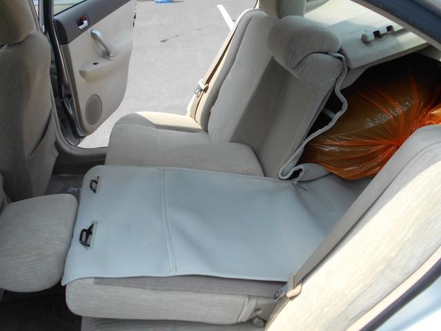 後部座席とトランクが繋がります。