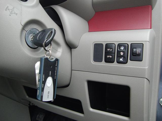 運転席のみ、座面は電動シートとなります。