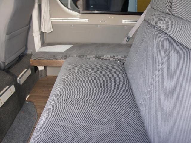 セカンドシートは前後左右スライドが可能です