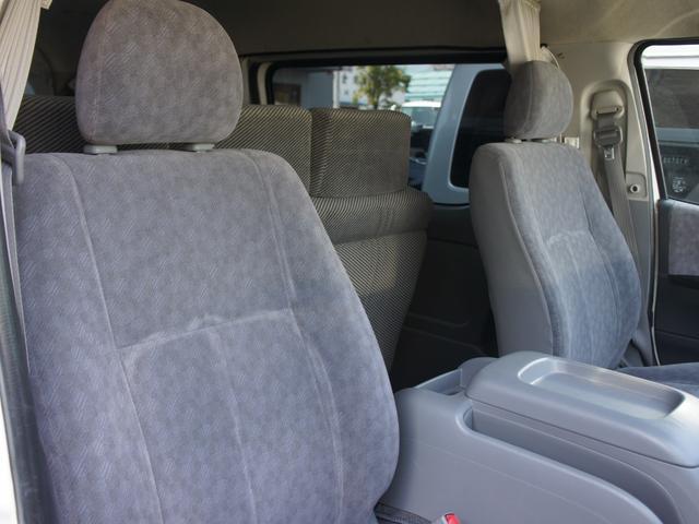 フロントシートはモケットシート