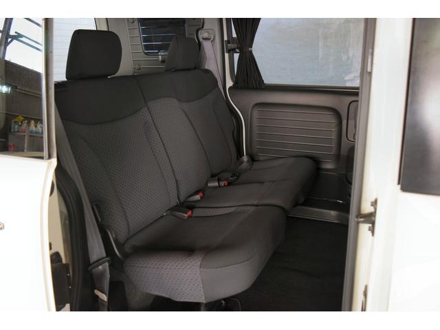 AU 4WD 1年保証付 Bカメラ DVD再生 夏冬タイヤ付(12枚目)
