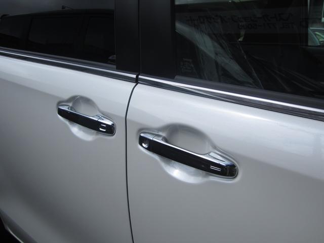 Gi プレミアムパッケージ ブラックテーラード 4WD 寒冷地仕様 トヨタセーフティセンス 両側パワースライドドア ステアリングヒーター シートヒーター クリアランスソナー 7人乗り 登録済未使用車(8枚目)