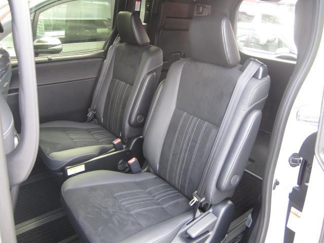 Gi プレミアムパッケージ ブラックテーラード 4WD 寒冷地仕様 トヨタセーフティセンス 両側パワースライドドア ステアリングヒーター シートヒーター クリアランスソナー 7人乗り 登録済未使用車(11枚目)