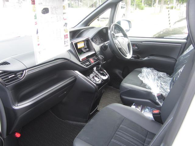Gi プレミアムパッケージ ブラックテーラード 4WD 寒冷地仕様 トヨタセーフティセンス 両側パワースライドドア ステアリングヒーター シートヒーター クリアランスソナー 7人乗り 登録済未使用車(16枚目)