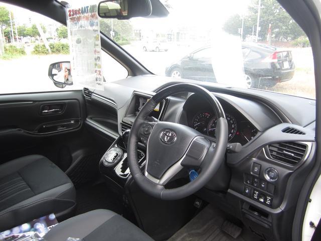 Gi プレミアムパッケージ ブラックテーラード 4WD 寒冷地仕様 トヨタセーフティセンス 両側パワースライドドア ステアリングヒーター シートヒーター クリアランスソナー 7人乗り 登録済未使用車(17枚目)