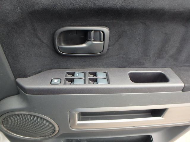 M VSC 左パワードア DVD再生フルセグHDDナビ HID 8人乗り 4WD(30枚目)
