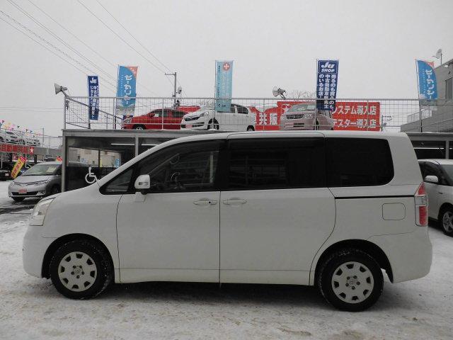 トヨタ ノア X Lセレクション 4WD 両側パワースライドドア 8人乗り