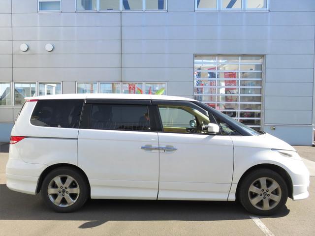VXエアロパッケージ 4WD 後席モニター・Wパワスラ・ナビ・バックカメラ・エアロ・革シート・アルミホイール・ミニバン・8名乗り・エアコン・オーディオ付・DVD・クルーズコントロール・AT(6枚目)