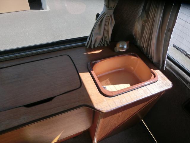 トヨタ ハイエースバン Sロング 3.0D-T ビークル キャンピング 4WD