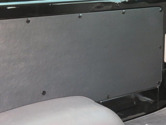 通常のDXベースの内装は木素材の内張りですがワンステップではこだわりレザーボードに変更しております。大変質感の良い本皮レザーボードです