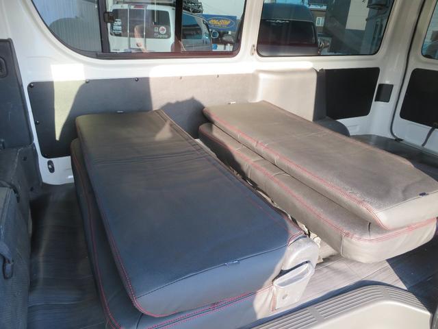 後ろシートを倒して折りたためば広い荷物を積み込み可能です