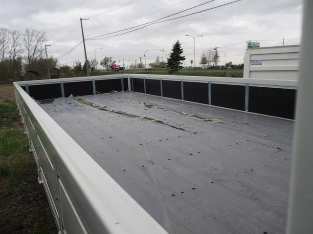 いすゞ フォワード 4段ラジコンフックイン 2.7t積 ベッド付 クレーン付