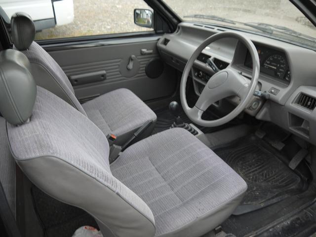 日産 マーチ iz 2WD