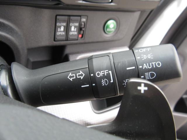パドルシフト付き☆マニュアルの様にシフト操作が可能です☆加速が欲しい時、エンジンブレーキを効かせたい時などに役立つ便利な装備です☆