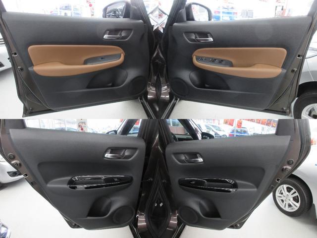 e:HEVリュクス 4WD ホンダセンシング ホンダコネクト フルLEDヘッドライト シートヒーター ステアリングヒーター アームレスト付センターコンソールボックス Qi規格ワイヤレス充電器 本革ブラウン内装(9枚目)
