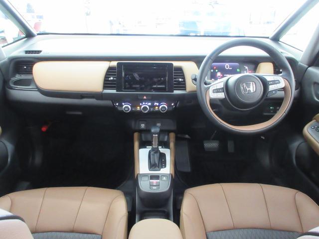 e:HEVリュクス 4WD ホンダセンシング ホンダコネクト フルLEDヘッドライト シートヒーター ステアリングヒーター アームレスト付センターコンソールボックス Qi規格ワイヤレス充電器 本革ブラウン内装(24枚目)