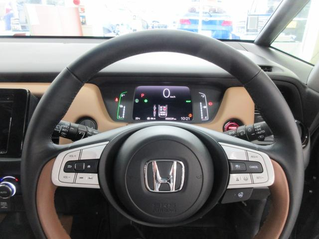 e:HEVリュクス 4WD ホンダセンシング ホンダコネクト フルLEDヘッドライト シートヒーター ステアリングヒーター アームレスト付センターコンソールボックス Qi規格ワイヤレス充電器 本革ブラウン内装(25枚目)