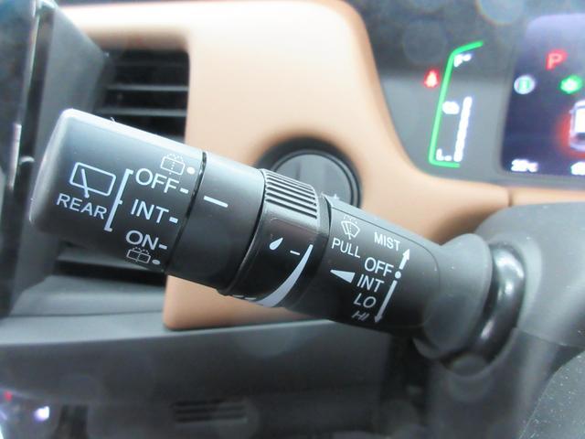 e:HEVリュクス 4WD ホンダセンシング ホンダコネクト フルLEDヘッドライト シートヒーター ステアリングヒーター アームレスト付センターコンソールボックス Qi規格ワイヤレス充電器 本革ブラウン内装(28枚目)