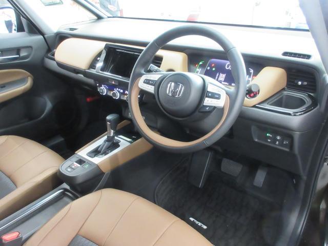 e:HEVリュクス 4WD ホンダセンシング ホンダコネクト フルLEDヘッドライト シートヒーター ステアリングヒーター アームレスト付センターコンソールボックス Qi規格ワイヤレス充電器 本革ブラウン内装(39枚目)