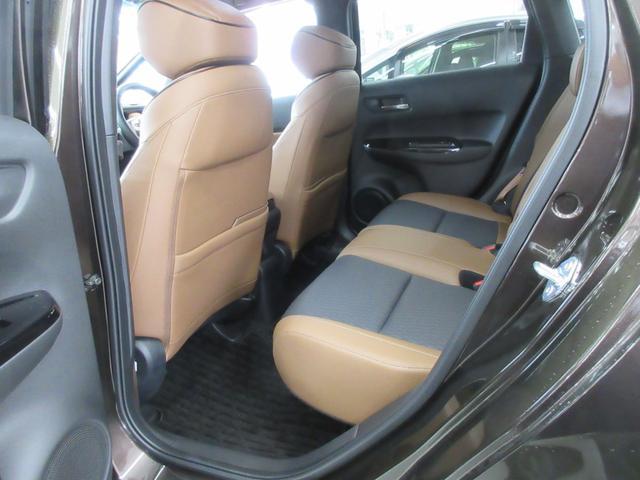 e:HEVリュクス 4WD ホンダセンシング ホンダコネクト フルLEDヘッドライト シートヒーター ステアリングヒーター アームレスト付センターコンソールボックス Qi規格ワイヤレス充電器 本革ブラウン内装(41枚目)