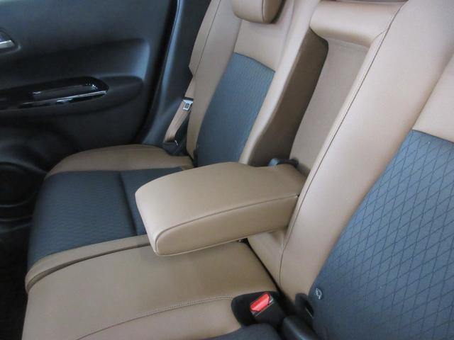 e:HEVリュクス 4WD ホンダセンシング ホンダコネクト フルLEDヘッドライト シートヒーター ステアリングヒーター アームレスト付センターコンソールボックス Qi規格ワイヤレス充電器 本革ブラウン内装(44枚目)