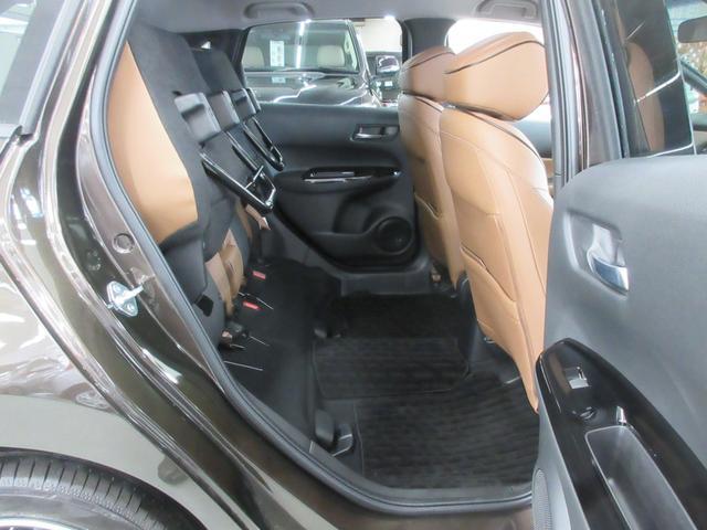 e:HEVリュクス 4WD ホンダセンシング ホンダコネクト フルLEDヘッドライト シートヒーター ステアリングヒーター アームレスト付センターコンソールボックス Qi規格ワイヤレス充電器 本革ブラウン内装(47枚目)