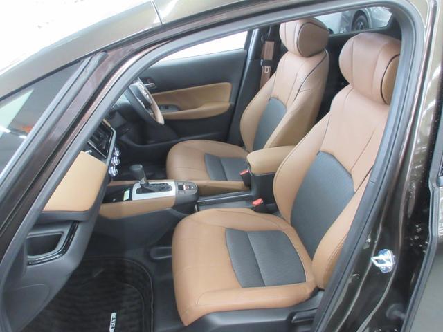 e:HEVリュクス 4WD ホンダセンシング ホンダコネクト フルLEDヘッドライト シートヒーター ステアリングヒーター アームレスト付センターコンソールボックス Qi規格ワイヤレス充電器 本革ブラウン内装(50枚目)