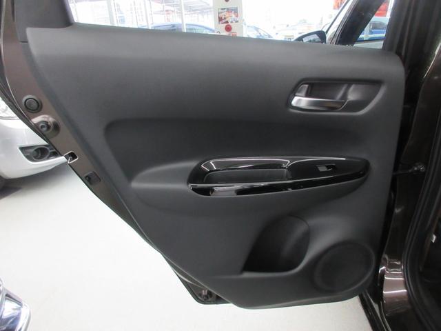 e:HEVリュクス 4WD ホンダセンシング ホンダコネクト フルLEDヘッドライト シートヒーター ステアリングヒーター アームレスト付センターコンソールボックス Qi規格ワイヤレス充電器 本革ブラウン内装(53枚目)