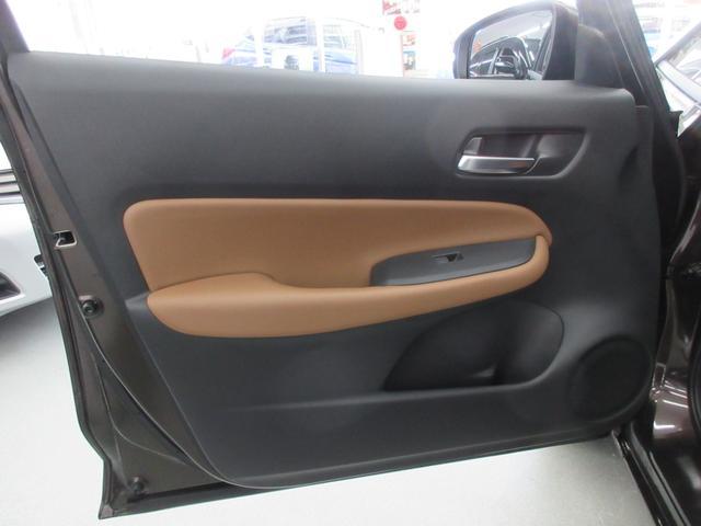 e:HEVリュクス 4WD ホンダセンシング ホンダコネクト フルLEDヘッドライト シートヒーター ステアリングヒーター アームレスト付センターコンソールボックス Qi規格ワイヤレス充電器 本革ブラウン内装(54枚目)