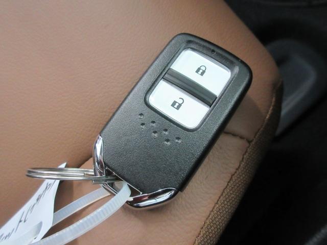 e:HEVリュクス 4WD ホンダセンシング ホンダコネクト フルLEDヘッドライト シートヒーター ステアリングヒーター アームレスト付センターコンソールボックス Qi規格ワイヤレス充電器 本革ブラウン内装(55枚目)