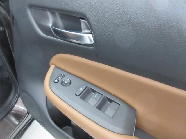 e:HEVリュクス 4WD ホンダセンシング ホンダコネクト フルLEDヘッドライト シートヒーター ステアリングヒーター アームレスト付センターコンソールボックス Qi規格ワイヤレス充電器 本革ブラウン内装(60枚目)