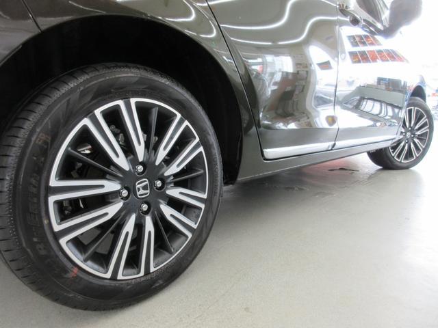 e:HEVリュクス 4WD ホンダセンシング ホンダコネクト フルLEDヘッドライト シートヒーター ステアリングヒーター アームレスト付センターコンソールボックス Qi規格ワイヤレス充電器 本革ブラウン内装(72枚目)