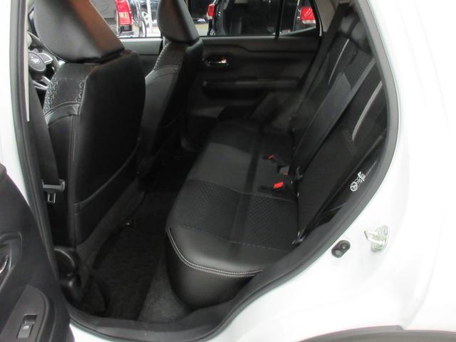 プレミアム 4WD 9インチナビ 寒冷地仕様 バックフォグ ドラレコ BSM プリクラッシュセーフティ シートヒーター(40枚目)