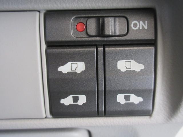 ■キーレスエントリー付きですからドアの開閉が楽々ですよ☆充実装備がいっぱい付いていますから安心なお車ですよ☆