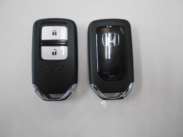 ■人気のスマートキー装備■鍵の開閉からエンジンの始動まですべてワンプッシュで可能です!鍵をポケットやカバンに入れたままでもOKなので便利ですね♪