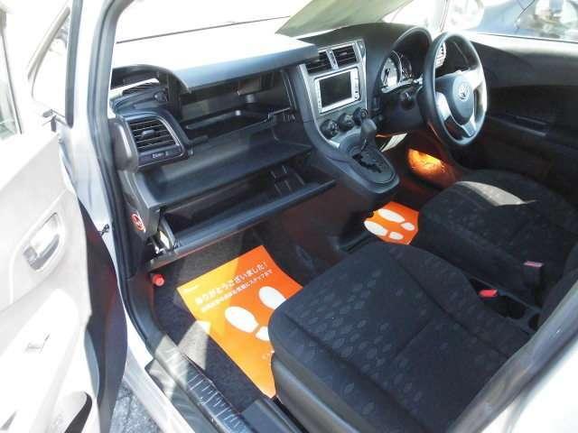 トヨタ ラクティス X 4WD ナビ
