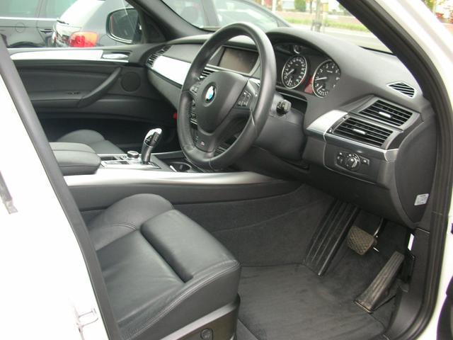 人気のブラック本革パワーレザーシート内装で 綺麗に仕上がってるスポーツxDriveパッケージ
