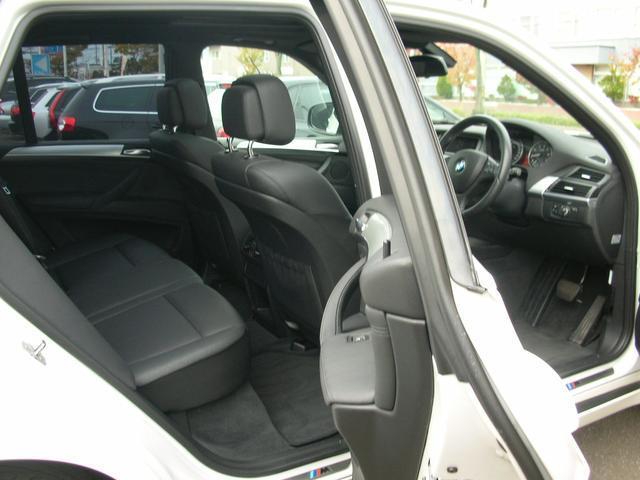 インダッシュHDDナビフルセグTV装備助手席ともパワーシート、サイドエアバック完備で安全性充実