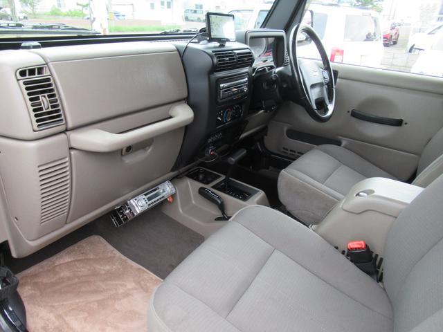インダッシュSDナビブッシュワーカーOFの助手席ともエアバック、完備で安全性充実ハードカバーTOPジープ