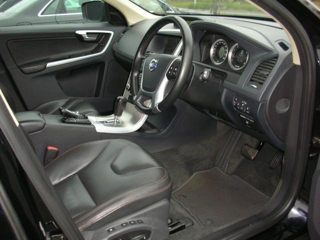 SUVのゆったり空間です、内装も綺麗なブラック本革パワーシートです、インダッシュHDDナビ搭載です、   、お客様のカーライフをサポートさせていただきます!!