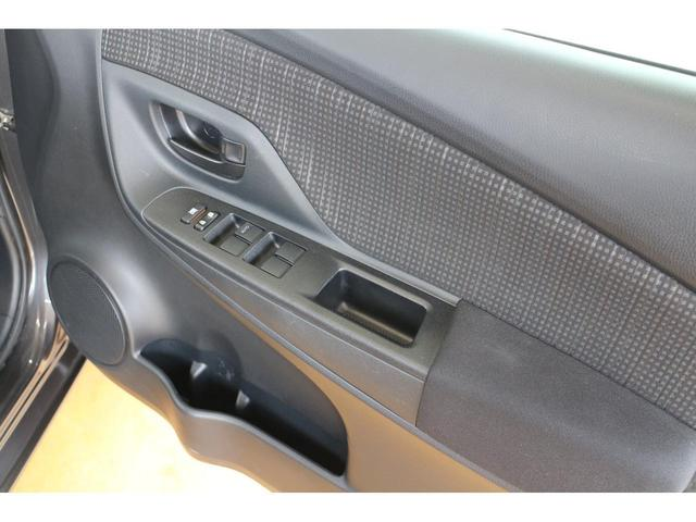ドライバーの体格や好みに合わせて、シートの高さを調節できるシートリフターが装備されております!
