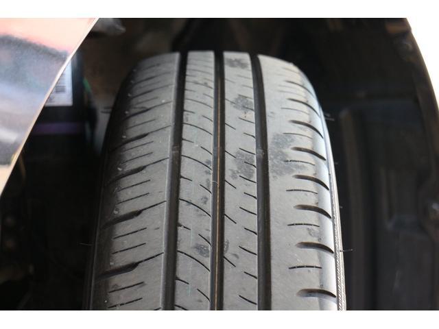 装着されているタイヤにはまだまだ溝が残っております。