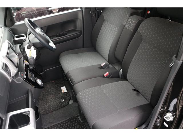 フロントシートは人気のベンチタイプ☆軽自動車ながら広々と座れます☆